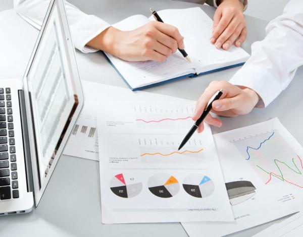 Analityka biznesowa w firmach roznej wielkosci Qumak