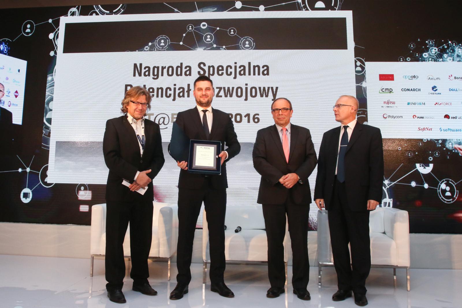 nagroda-w-kategorii-potencjal-rozwojowy-dla-qumak-sa-it-bank